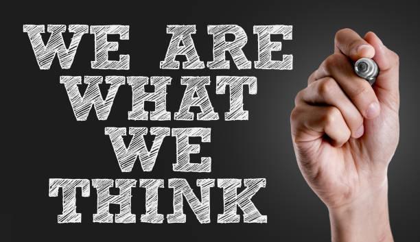 wir sind was wir denken - achtsamkeit persönlichkeitseigenschaft stock-fotos und bilder