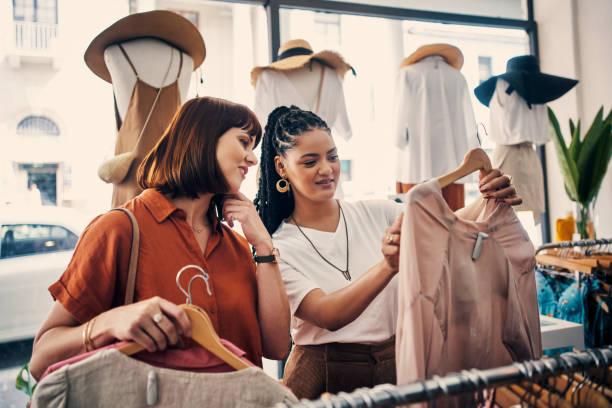 우리는 옷을 부수는 것을 신경 쓰지 않는다. - small business saturday 뉴스 사진 이미지