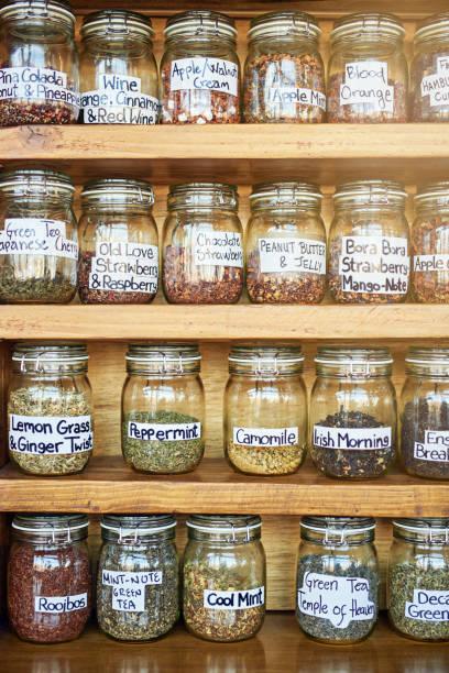 wir haben etwas für jeden geschmack - teeladen stock-fotos und bilder
