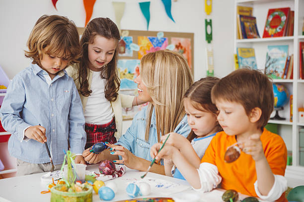 wir lieben ostern! - kindergarten workshop stock-fotos und bilder