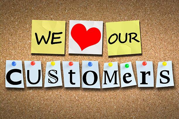 nous aimons nos clients en bois panneau d'affichage liège avec pins - admiration photos et images de collection