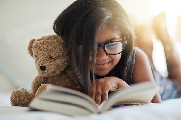 we love storytime, anytime - geschichten für kinder stock-fotos und bilder
