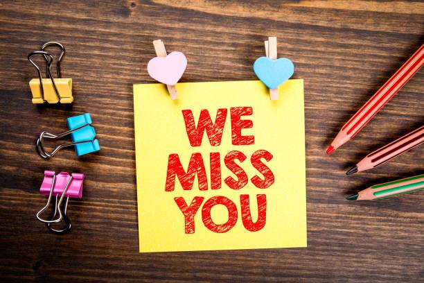 Wir vermissen Dich. Erinnerungs-, Anruf-, Beziehungs- und Marketingkonzept – Foto