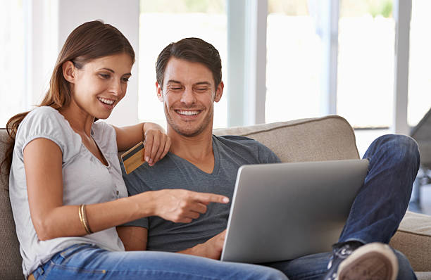 wir sollten vollkommen sie! - sofa online kaufen stock-fotos und bilder