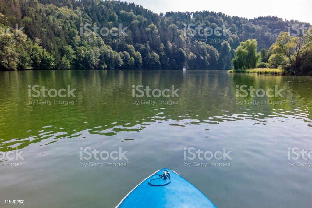 Wir machen eine Kreuzfahrt mit unserem kleinen Boot. – Foto