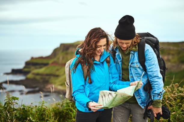 nous trouverons notre chemin ensemble - irlande photos et images de collection