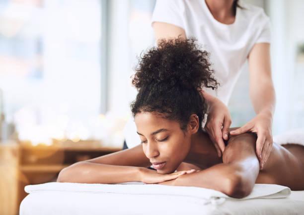 biz tüm gerginlik uzakta masaj olacak - massage stok fotoğraflar ve resimler
