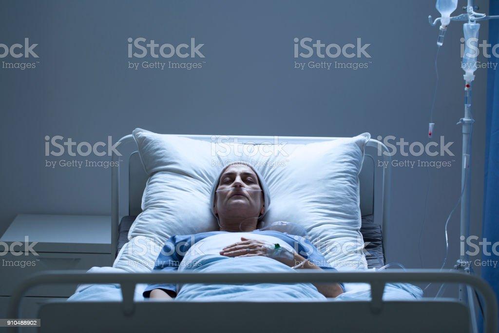 Schwache Frau während der Chemotherapie – Foto