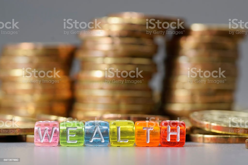 Wealth word on dice Lizenzfreies stock-foto