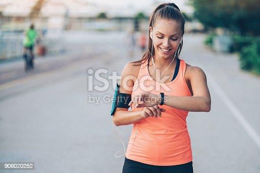 istock Wearable tech 906020252
