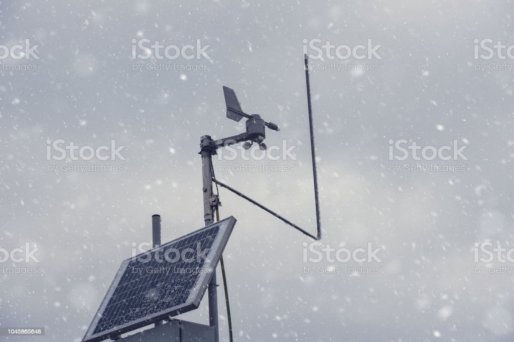 Weather station in winter storm - foto stock
