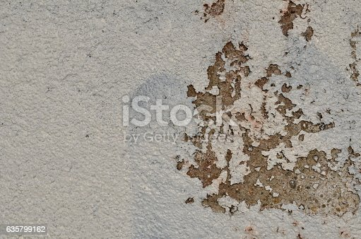 istock Weathered white paint 635799162