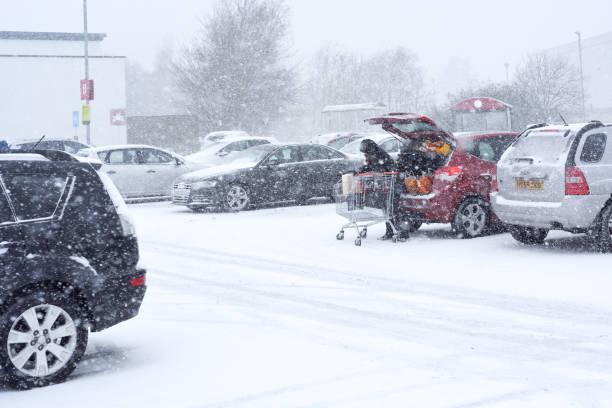 Großbritannien Wetter: Schnee-Sturm in Mansfield, Großbritannien. – Foto