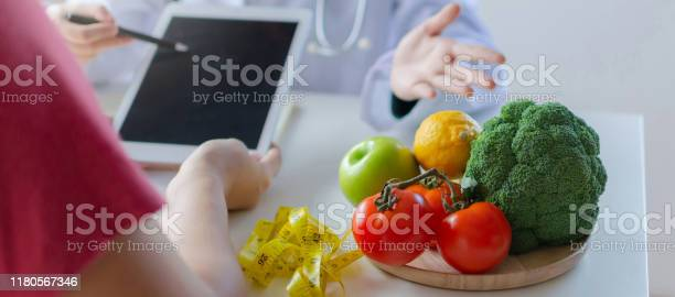 Web banner vegetables and fruits with nutritionist female doctor picture id1180567346?b=1&k=6&m=1180567346&s=612x612&h=xjfnskvhre7wukldbia8ocdftgpngyupeongsdwl9v0=