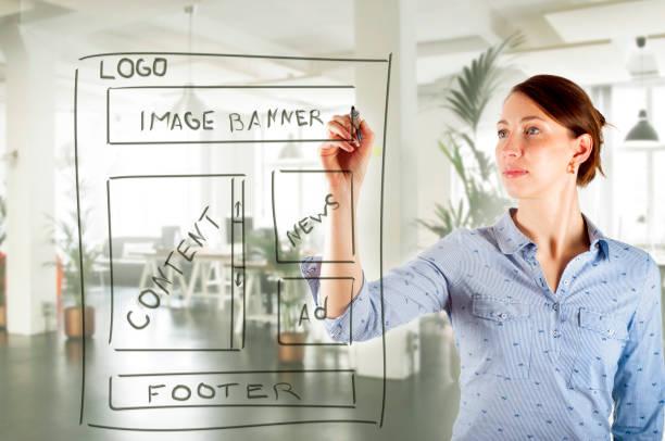 web designer zeichnung website entwicklung drahtmodell - target raumgestaltung stock-fotos und bilder