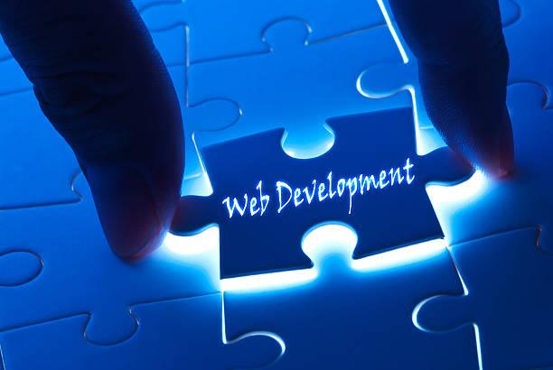 desarrollo web en pieza de rompecabezas - website design fotografías e imágenes de stock