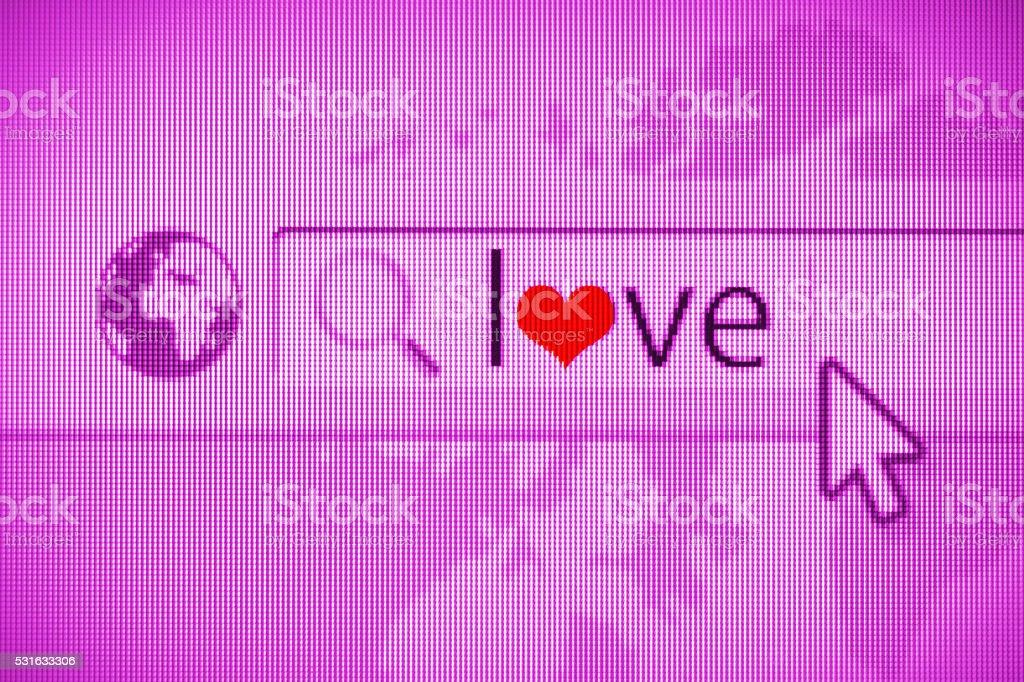 Navegador de internet com o símbolo do amor. À procura de amor on-line - foto de acervo