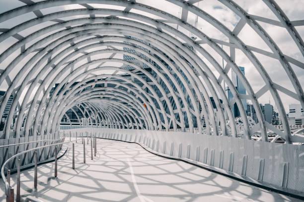 webb bridge, melbourne, australien mit schatten auf den boden - dachformen stock-fotos und bilder