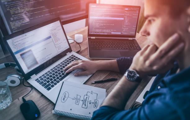 diseño del sitio web. desarrollo de tecnologías de programación y codificación. - trabajo freelance fotografías e imágenes de stock