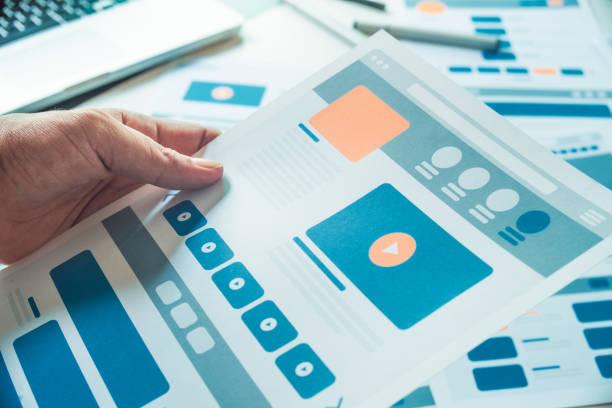 website-designer creative planungsbewerbung entwicklung entwurf skizze zeichnungsvorlagen layout prototyp frame design studio. user experience concept. - prototype stock-fotos und bilder