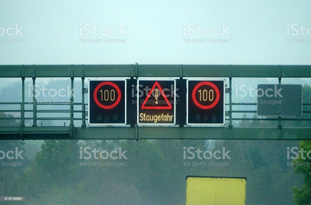 Wechselverkehrszeichen Stau stock photo
