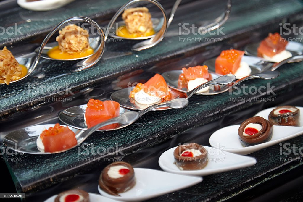 Wedding aperitif. Individual portions. Gourmet cuisine - foto de stock