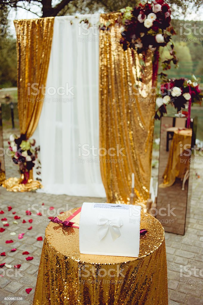 Wedding Arch in gold tones foto royalty-free