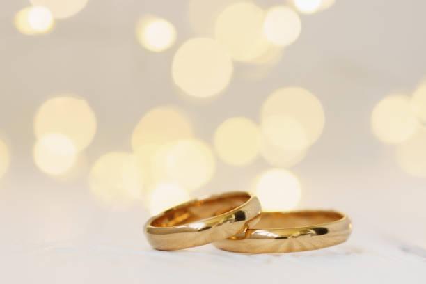 Hochzeit Hintergrund mit zwei goldenen Ringen. – Foto