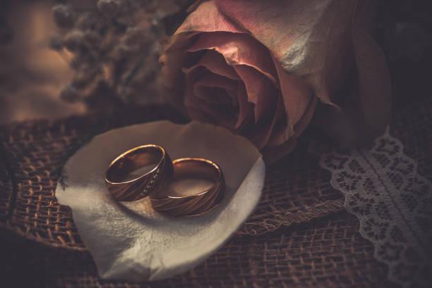 hochzeit-bands - verlobungsfeier einladungen stock-fotos und bilder