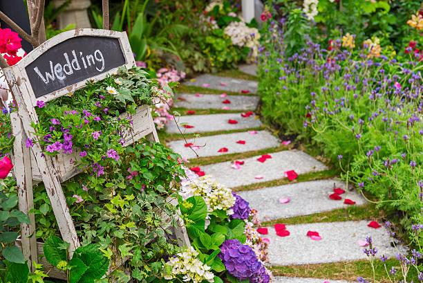 ガーデンのウェディングバンケット - 結婚式 ストックフォトと画像