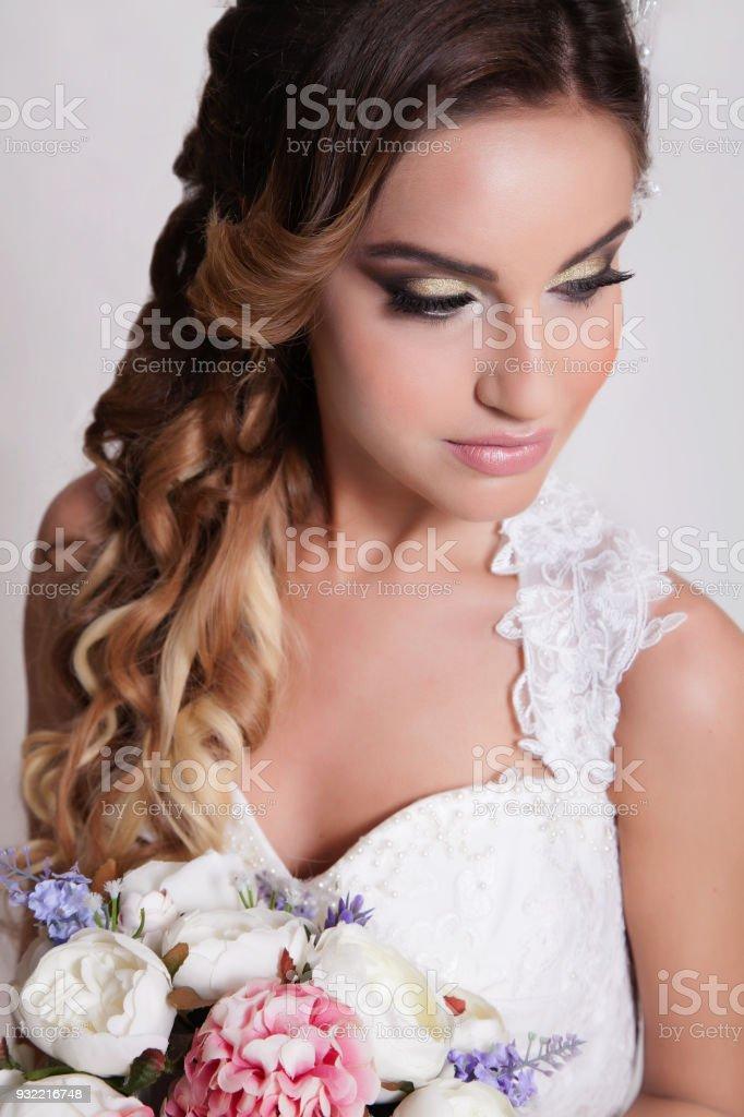 Witte Jurk Op Een Bruiloft.Bruiloft Mooie Jonge En Blond Bruid Met Een Zachte En Witte Jurk