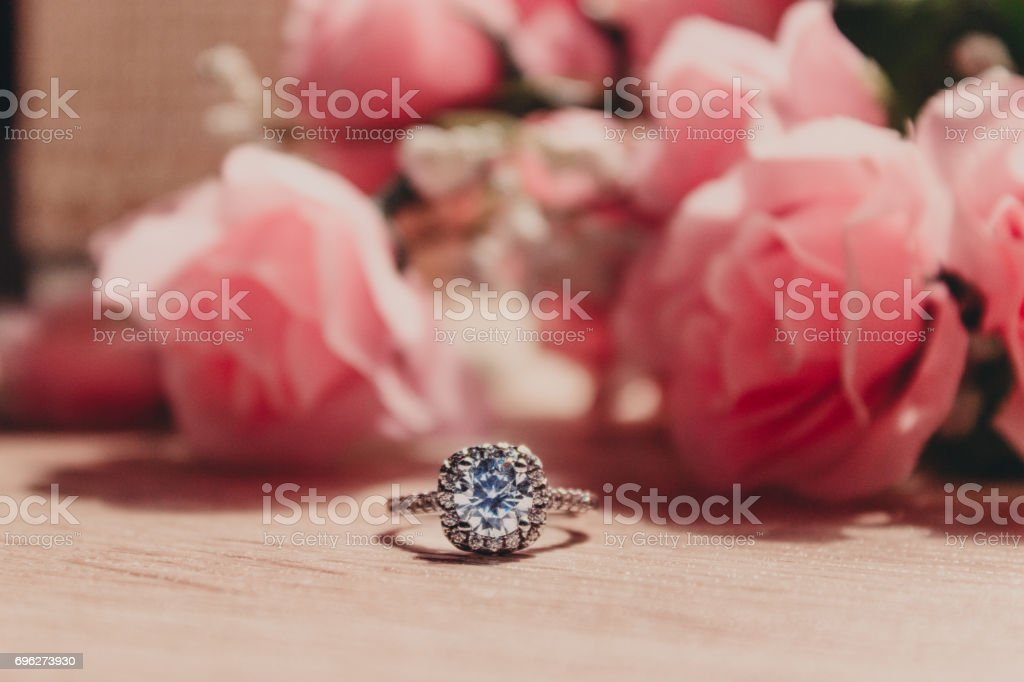 Wedding Bouquet and Diamond Ring стоковое фото