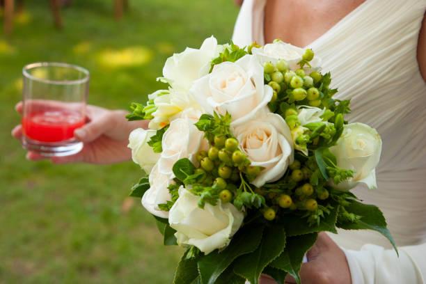 wedding bouquet in hands of the bride - foto stock