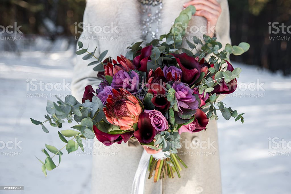 Wedding bouquet in hands of the bride​​​ foto