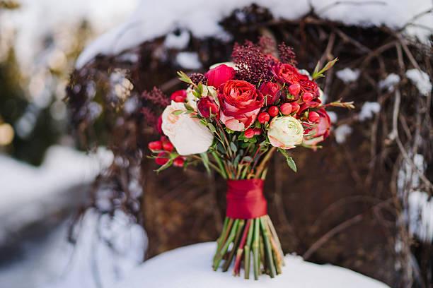 Wedding bouquet of red and white flowers on snow picture id604358864?b=1&k=6&m=604358864&s=612x612&w=0&h=vjz2jlyeo994srzswugwrozw9rpiptou1rc oaxf km=