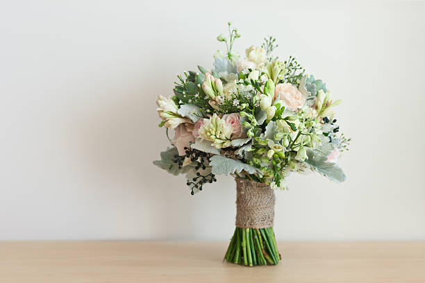 wedding bouquet - boeket stockfoto's en -beelden
