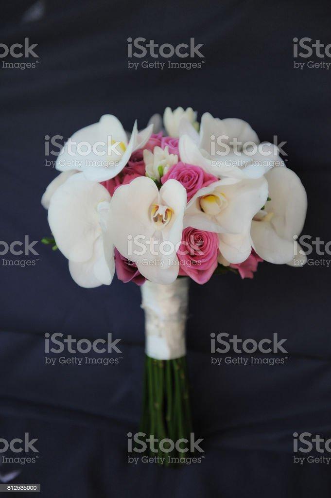 Photo Libre De Droit De Bouquet De Mariee Avec Des Orchidees Blanches Et Roses Roses Banque D Images Et Plus D Images Libres De Droit De