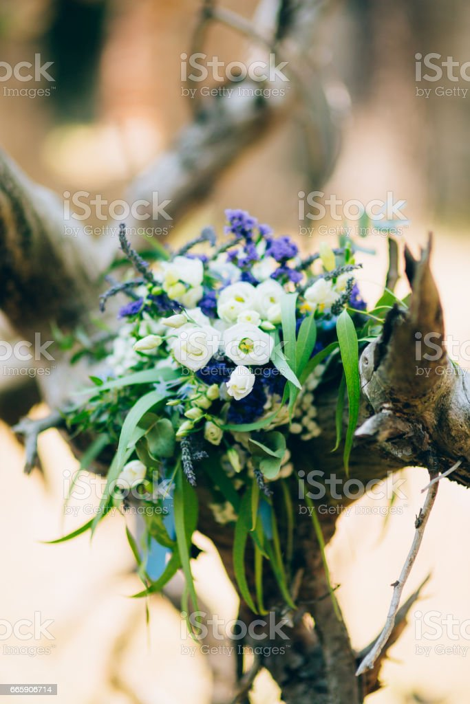 Wedding bridal bouquet of roses, lisianthus, lavender, Gypsophil foto stock royalty-free