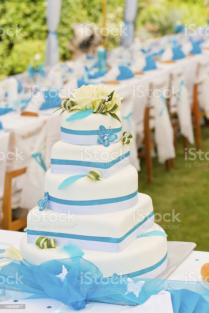 Wedding cake and table setting outdoors royalty-free stock photo