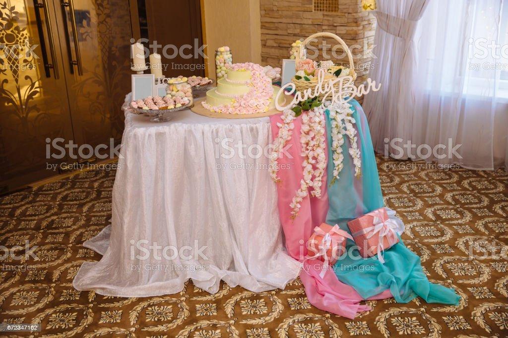 Foto De Bolo De Casamento Barra Marshmallow Na Mesa Em Um