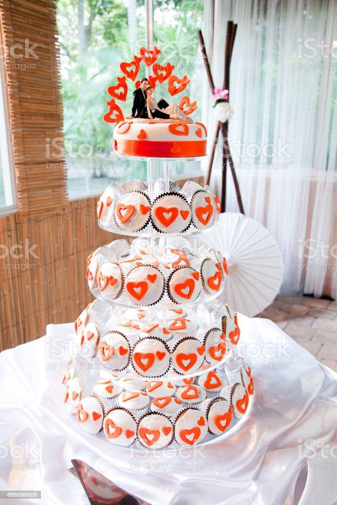 Hochzeitstorte Cupcake Tower Orange Herzen Stock Fotografie Und Mehr