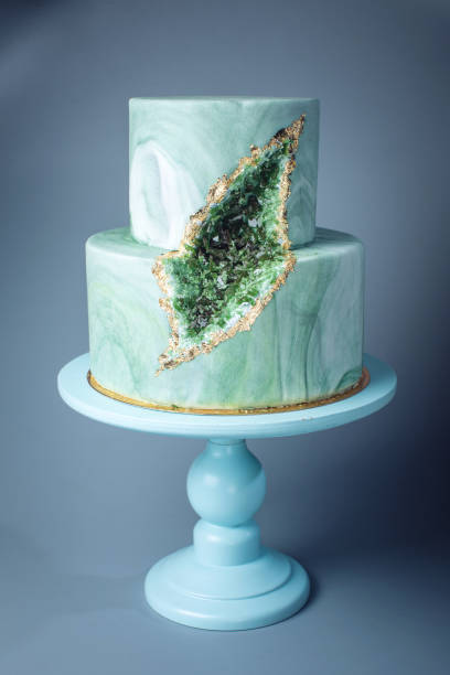 wedding cake decorated like stone marble with emeralds in cut - sugar cane foto e immagini stock