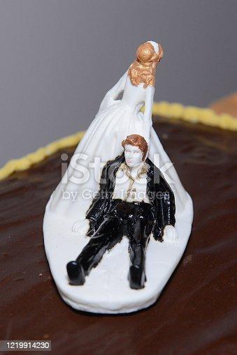 172144035 istock photo Wedding Cake - Game Over 1219914230