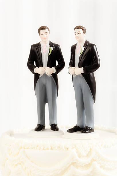 hochzeitstorte figurinen schaustück für gleichen geschlechts schwule hochzeit - tortenfiguren stock-fotos und bilder