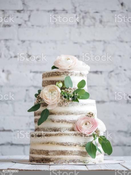 Wedding cake with flowers picture id822828830?b=1&k=6&m=822828830&s=612x612&h=136ztqlsfp6myx1o8xwnchlza ekdgqnu2t umjz yo=