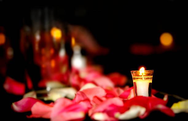 vela de bodas - cena romantica fotografías e imágenes de stock