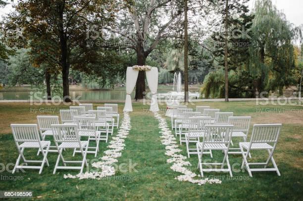 Wedding ceremony arch wedding decor picture id680498596?b=1&k=6&m=680498596&s=612x612&h=ovm0lvdl 4tslmgzwjgjqltnyhugpopvjfvw4ztqpko=