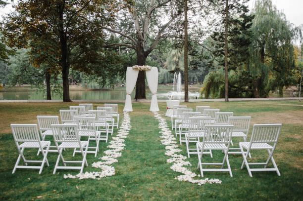 wedding ceremony, arch. wedding decor. - grüne wald hochzeiten stock-fotos und bilder