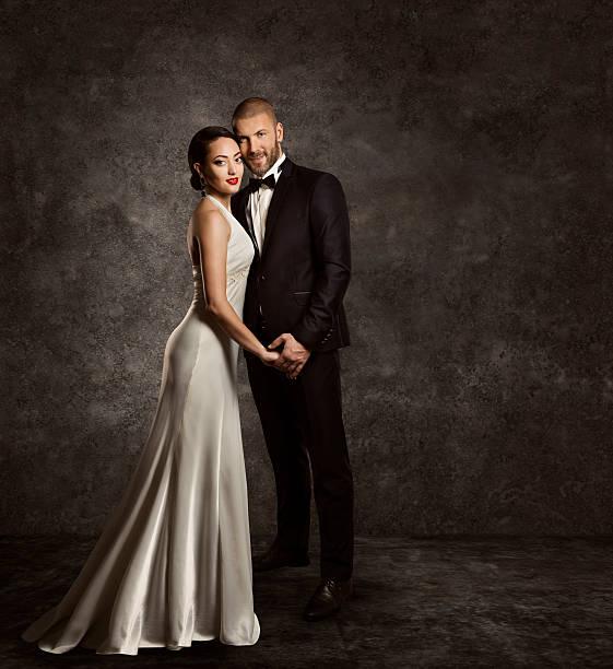 hochzeit paar braut und bräutigam fashion portrait elegante anzug-kleid aus seide - bräutigam anzug vintage stock-fotos und bilder