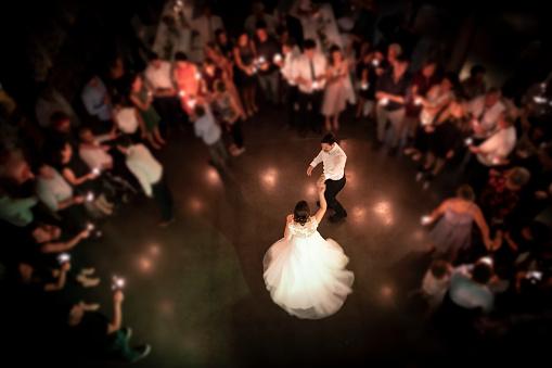 Wedding Couple Dancing At Their Party - zdjęcia stockowe i więcej obrazów Austria
